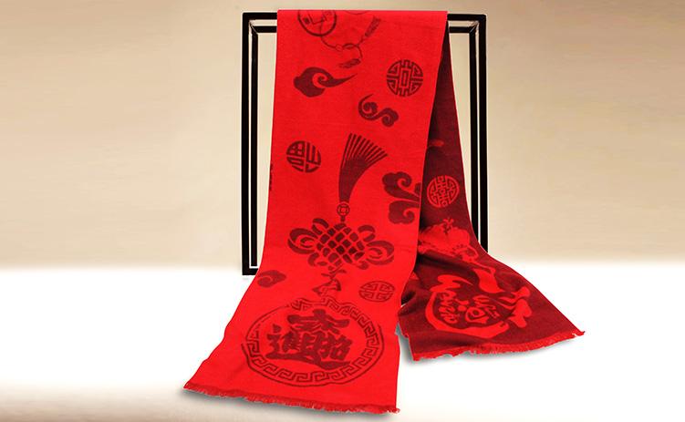 个性化的客户答谢礼品最出彩——芳恩为您量身定制红围巾