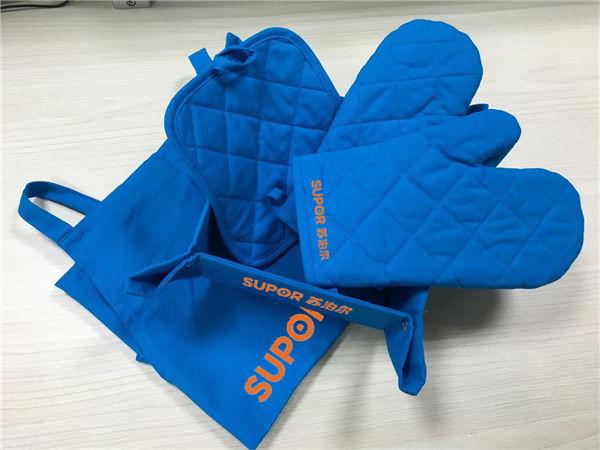 千亿国际_促销赠品新思路,隔热手套,煲垫,围裙套装